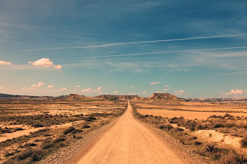 National Park「endless road through arid landscape」:スマホ壁紙(0)