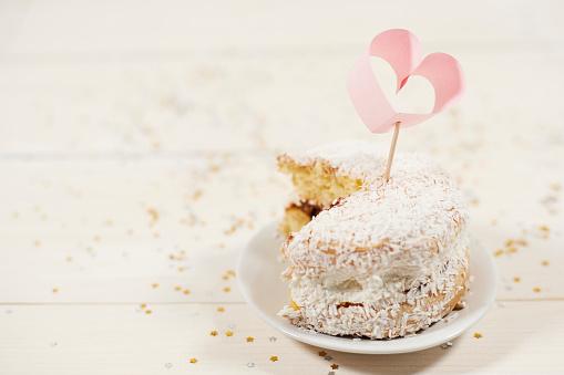 カップケーキ「Homemade delicious cupcake on a plate. Debica, Poland 」:スマホ壁紙(8)
