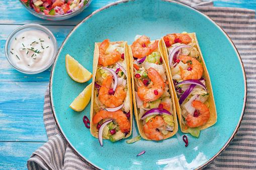 Sour Cream「Homemade shrimp tacos with spicy avocado salad」:スマホ壁紙(4)