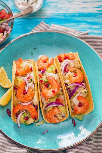 Taco「Homemade shrimp tacos with spicy avocado salad」:スマホ壁紙(18)