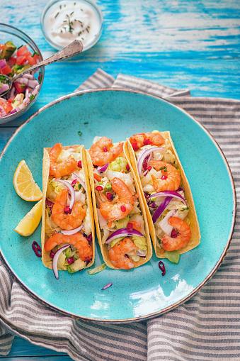 Taco「Homemade shrimp tacos with spicy avocado salad」:スマホ壁紙(0)