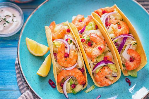 Taco「Homemade shrimp tacos with spicy avocado salad」:スマホ壁紙(2)