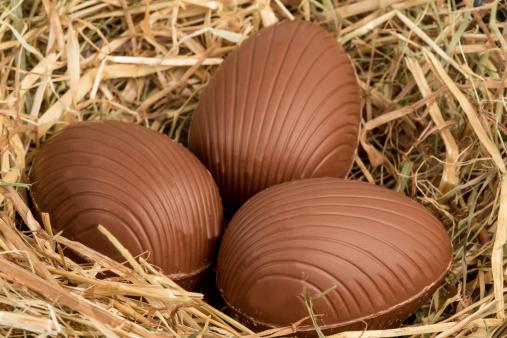 Milk Chocolate「Chocolate easter eggs in straw」:スマホ壁紙(9)
