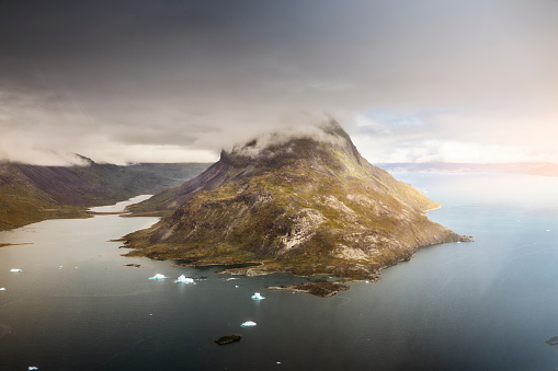 The Nature Conservancy「Mountain i south of Greenland and iceberg.」:スマホ壁紙(8)