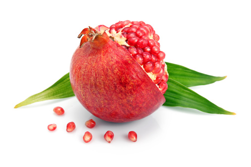 Grenadines「Pomegranate fruit with green leaf and cuts isolated」:スマホ壁紙(1)