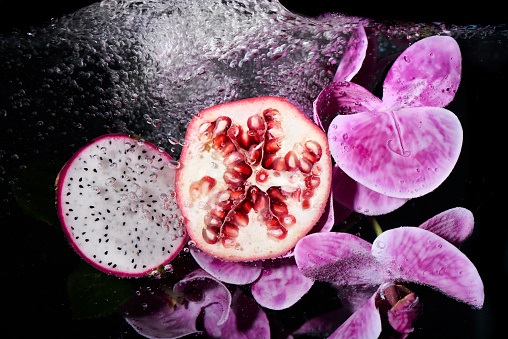 Pomegranate「pomegranate and dragon fruit with water」:スマホ壁紙(3)