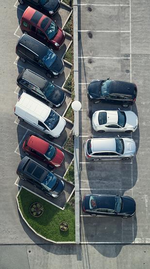 オーストリア「Rows of parking cars at car park, view from above」:スマホ壁紙(14)