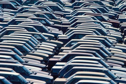 Car Dealership「Rows of parked cars」:スマホ壁紙(17)