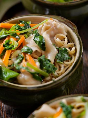 和食「ワンタン、麺入りスープ餃子」:スマホ壁紙(15)