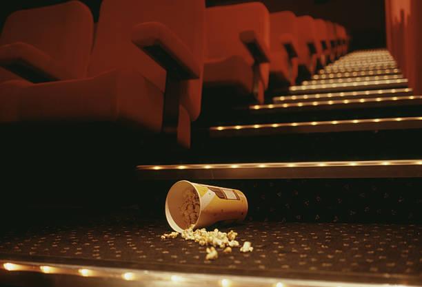 Popcorn in Theater Aisle:スマホ壁紙(壁紙.com)
