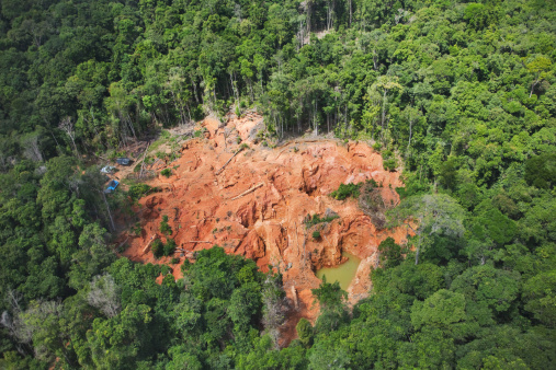 Deforestation「Forest destruction caused by mining gold deposits. Soil is blasted with powerful jets of water, causing chemical pollution which has a major impact on the rain forest environment, Venezuela, South America」:スマホ壁紙(8)
