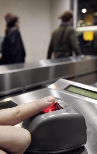 Security「Biometric Security Trialed At Heathrow」:写真・画像(0)[壁紙.com]