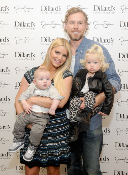 Jessica Simpson「Jessica And Ashlee Simpson Host Jessica Simpson Collection Event At Dillard's NorthPark Center」:写真・画像(18)[壁紙.com]
