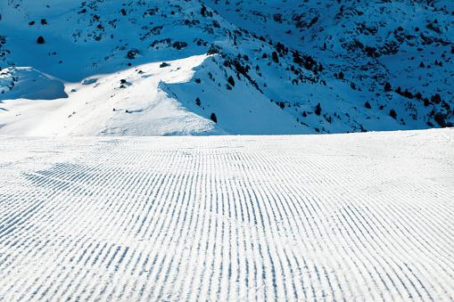 スキー「スキー リゾートのゲレンデを準備」:スマホ壁紙(4)
