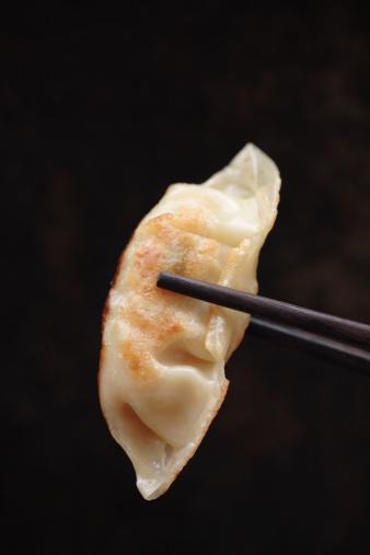 Dumpling「Chopsticks holding Asian dumpling」:スマホ壁紙(3)
