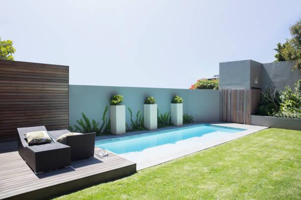 Modern lap pool and patio:スマホ壁紙(壁紙.com)