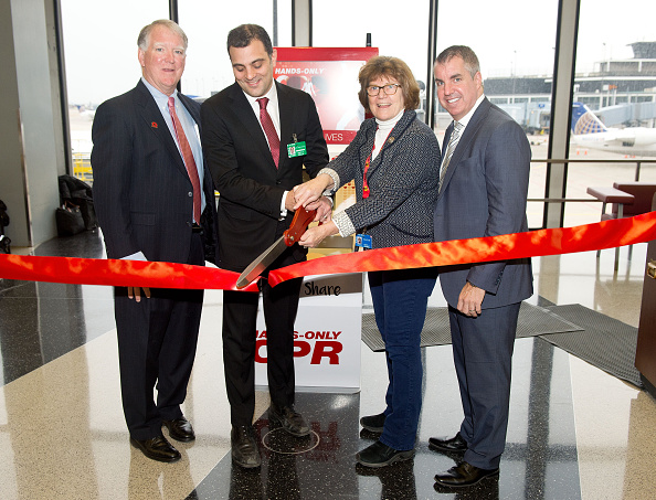 オヘア国際空港「The American Heart Association And The Anthem Foundation Debut Hands-Only CPR Kiosks At O'Hare And Four Other Airports」:写真・画像(14)[壁紙.com]