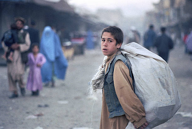 Afghan Boy with Sack:ニュース(壁紙.com)
