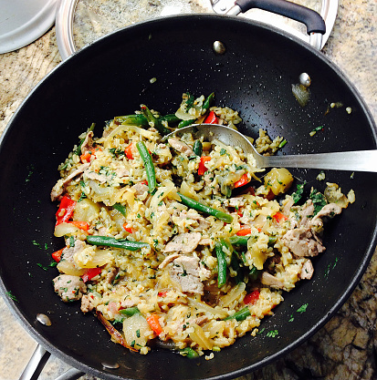 Chili Sauce「Pork, pineapple stir-fry with cilantro, brown rice, green beans and bell peppers, in a wok with a serving spoon on a kitchen counter」:スマホ壁紙(13)