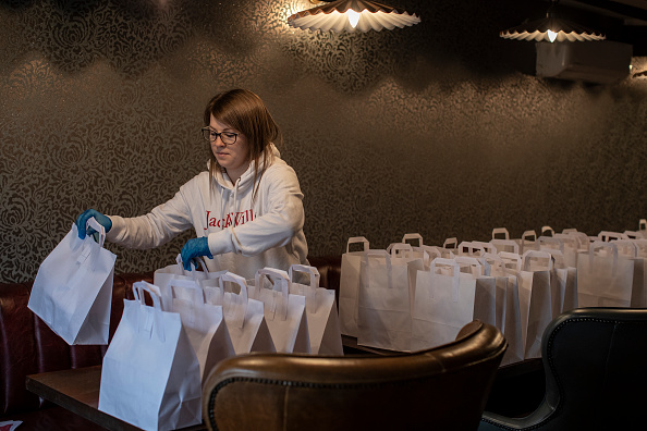 Pub Food「Volunteer Group Delivers Food To The Over Seventies During The Coronavirus Pandemic」:写真・画像(18)[壁紙.com]