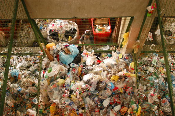 Recycling「A Worker At A Recycling Facility」:写真・画像(13)[壁紙.com]
