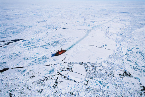 Ice floe「Russian nuclear icebreaker clearing path to North Pole, aerial view」:スマホ壁紙(0)