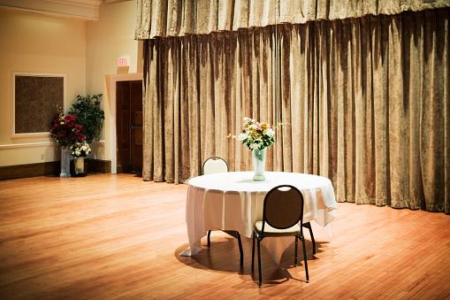 Ballroom「Table and Flowers in Ballroom」:スマホ壁紙(10)