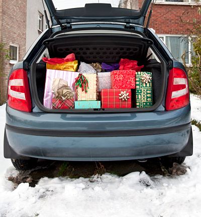 Christmas「Car boot, filled with Christmas presents, snow underfoot」:スマホ壁紙(13)