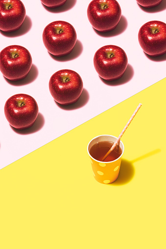 Color Block「Apple juice flat lay on yellow and pink background」:スマホ壁紙(12)