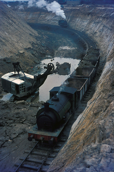 Extreme Terrain「Loading iron ore into tippler wagons at Nassington Ironstone Mine」:写真・画像(18)[壁紙.com]