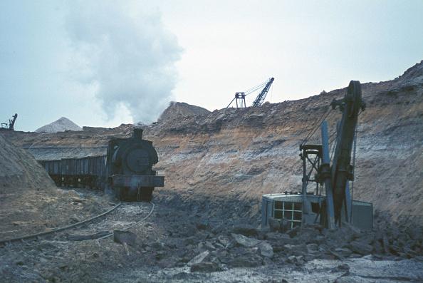 Extreme Terrain「Loading iron ore into tippler wagons at Nassington Ironstone Mine.」:写真・画像(5)[壁紙.com]
