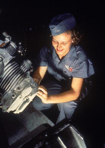 Mechanic「A Mechanic & Her Engine」:写真・画像(10)[壁紙.com]