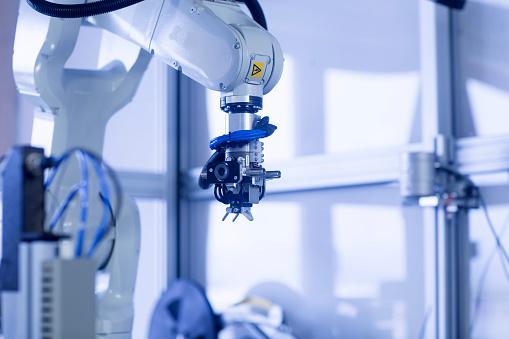 メカ「Robot arm in a sensor technology plant」:スマホ壁紙(17)