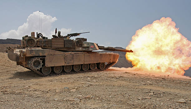 Marines bombard through a live fire range using M1A1 Abrams tanks.:スマホ壁紙(壁紙.com)