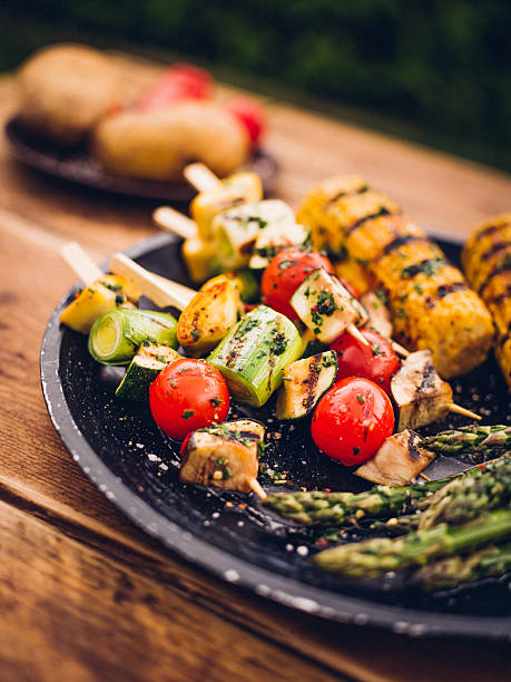 Barbecue grilled vegetable kebabs, corn and asparagus on a plate:スマホ壁紙(壁紙.com)