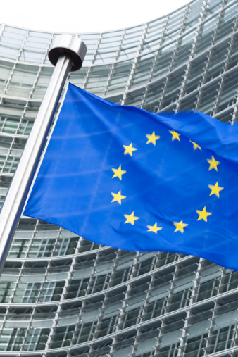 ブリュッセル首都圏地域「ヨーロッパの国旗の前に、ブリュッセルでバーレイモントビルビュー」:スマホ壁紙(5)