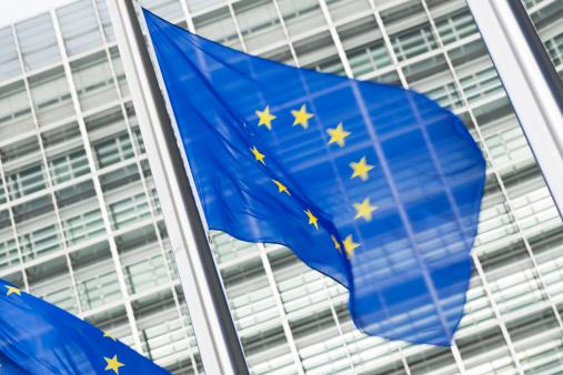 ブリュッセル首都圏地域「ヨーロッパの国旗の前に、ブリュッセルでバーレイモントビルビュー」:スマホ壁紙(9)