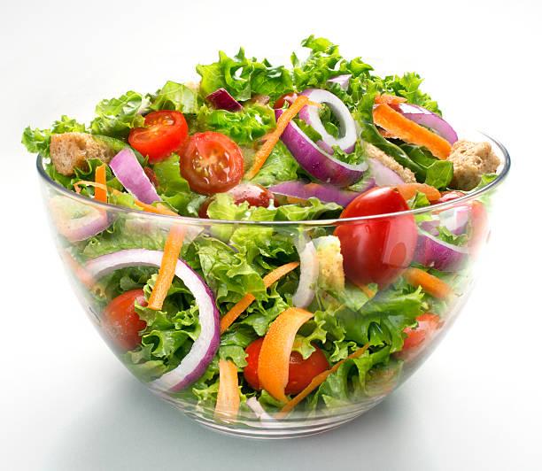 Salad in large glass bowl:スマホ壁紙(壁紙.com)