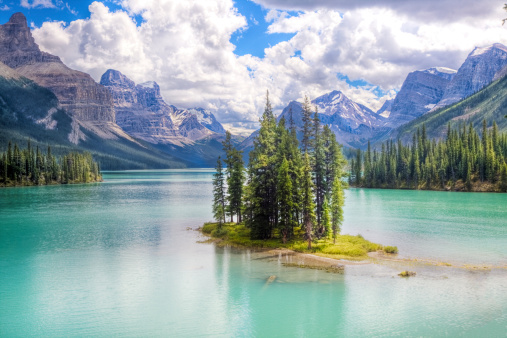 Banff National Park「Spirit island with mountains in the background」:スマホ壁紙(16)