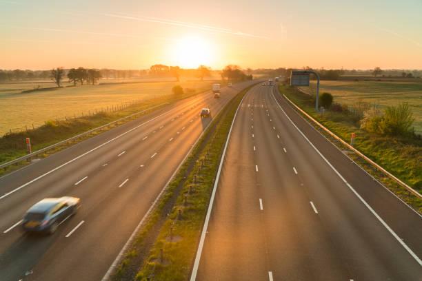 Traffic on a motorway at sunrise, UK:スマホ壁紙(壁紙.com)