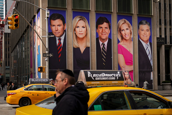 Fox Photos「Protestors Call On Advertisers To Pull Their Ads From Fox News」:写真・画像(3)[壁紙.com]
