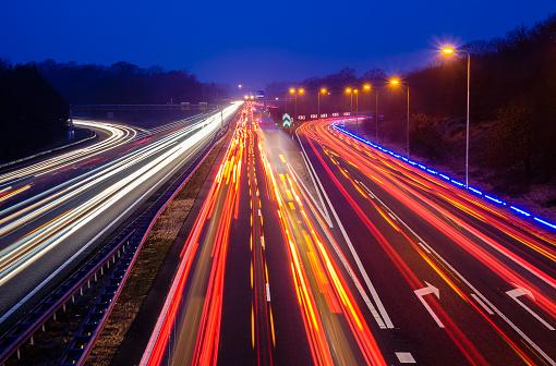 交通量「Traffic on the highway at night, Holland」:スマホ壁紙(18)