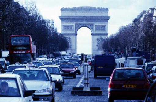 Arc de Triomphe - Paris「Traffic on the street in front of the arc de triumph in Paris」:スマホ壁紙(15)