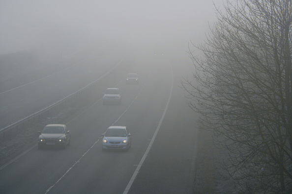 Road Marking「Traffic on motorway during winter with dangerous thick fog」:写真・画像(12)[壁紙.com]