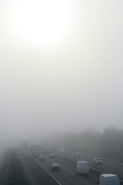 Road Marking「Traffic on motorway during winter with dangerous thick fog」:写真・画像(8)[壁紙.com]