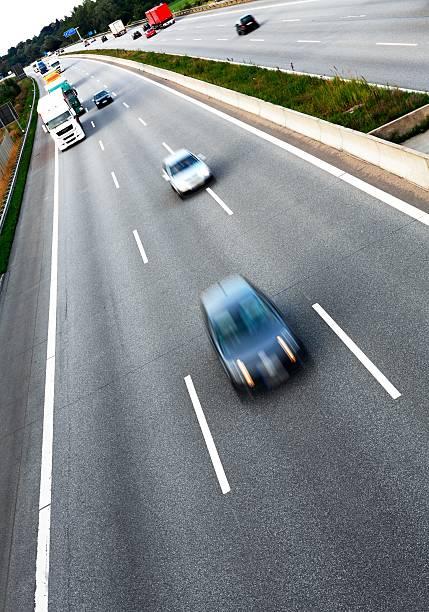 Traffic on the freeway:スマホ壁紙(壁紙.com)