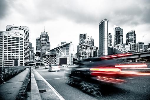 High Key「Traffic on an elevated road in Sydney CBD」:スマホ壁紙(12)