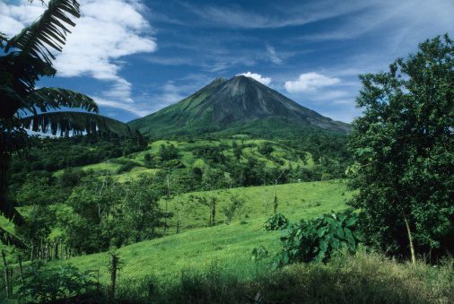Volcano「Sunny Day and Arenal Volcano, Costa Rica」:スマホ壁紙(14)