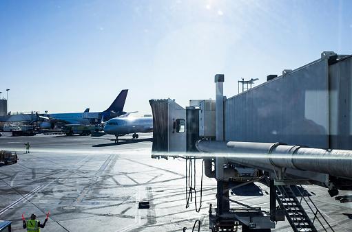Airport Runway「A sunny day airport.」:スマホ壁紙(17)
