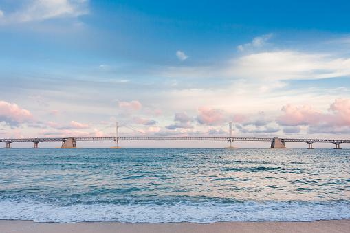 Freedom「Sea, beach and bridge」:スマホ壁紙(1)